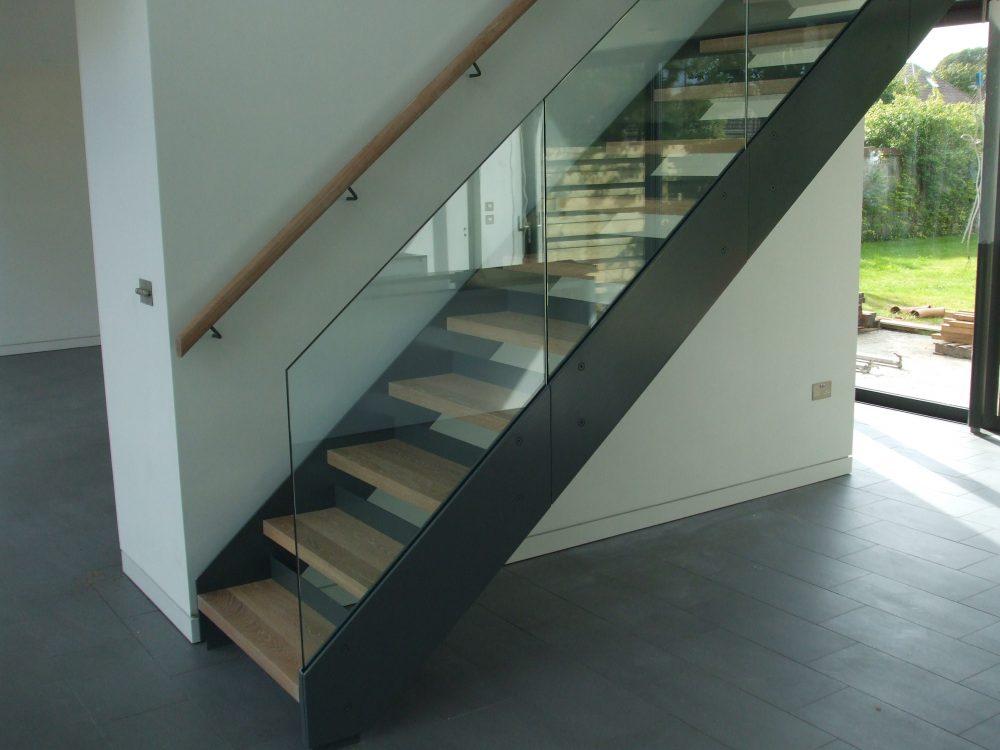 Лестницы на второй этаж с металлическим каркасом - надежный и практичный выбор