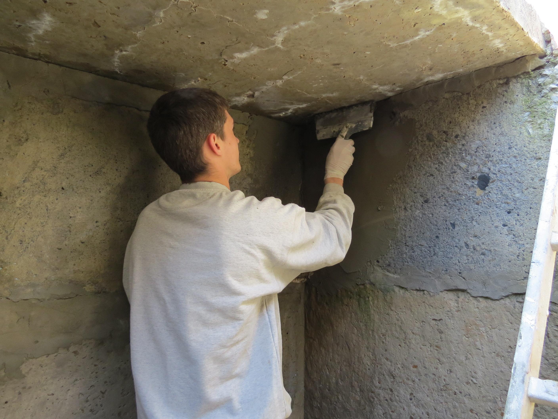 чем обработать стены в подвале